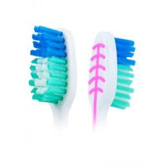 كولجيت فرشاة أسنان متوسطة تنظيف إضافية متعدد الألوان
